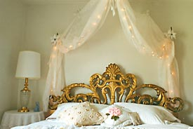 Elegantly Ointed With An Ornate Gold Leaf Headboard And King Size Bed Quiet Grandeur Is Our Theme As You Enjoy The Surroundings Of Ancestors